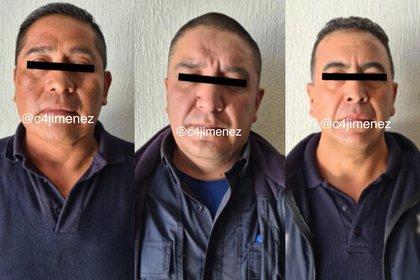 """Camilo """"N"""", Juan Manuel """"N"""" y Raúl """"N"""", custodios del Centro Penitenciario de Santiaguito en Almoloya de Juárez, fueron detenidos por su presunta responsabilidad en el asesinato de Arturo """"N"""" (Foto: Twitter/@c4jimenez)"""