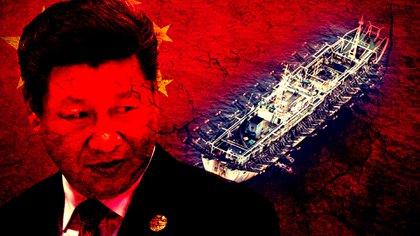 El presidente de China, Xi Jinping, y un barco pesquero ilegal. Se calcula que existen 17 mil buques de este tipo de nacionalidad china por todo el mundo (Infobae)