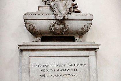 Tumba de Maquiavelo, en la iglesia de la Santa Croce.