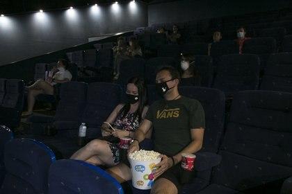 Una pareja en una sala de cine en España (Foto: Europa Pres)