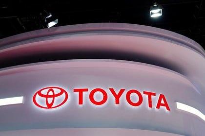 El logo de Toyota en la feria Auto Shanghai de Shanghai, China, 19 de abril de 2021. REUTERS/Aly Song