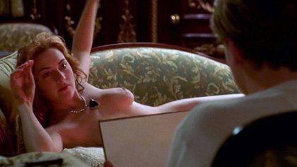 La primera escena que hicieron los actores. Cameron la eligió para incomodarlos, romper el hielo. Di Caprio, con solo 22 años, estaba tan nervioso que se equivocó en la letra. El director dejó el error en el film
