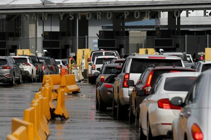 La función de los verificentros es detectar los vehículos con altas emisiones contaminantes. (Foto: Reuetsr)