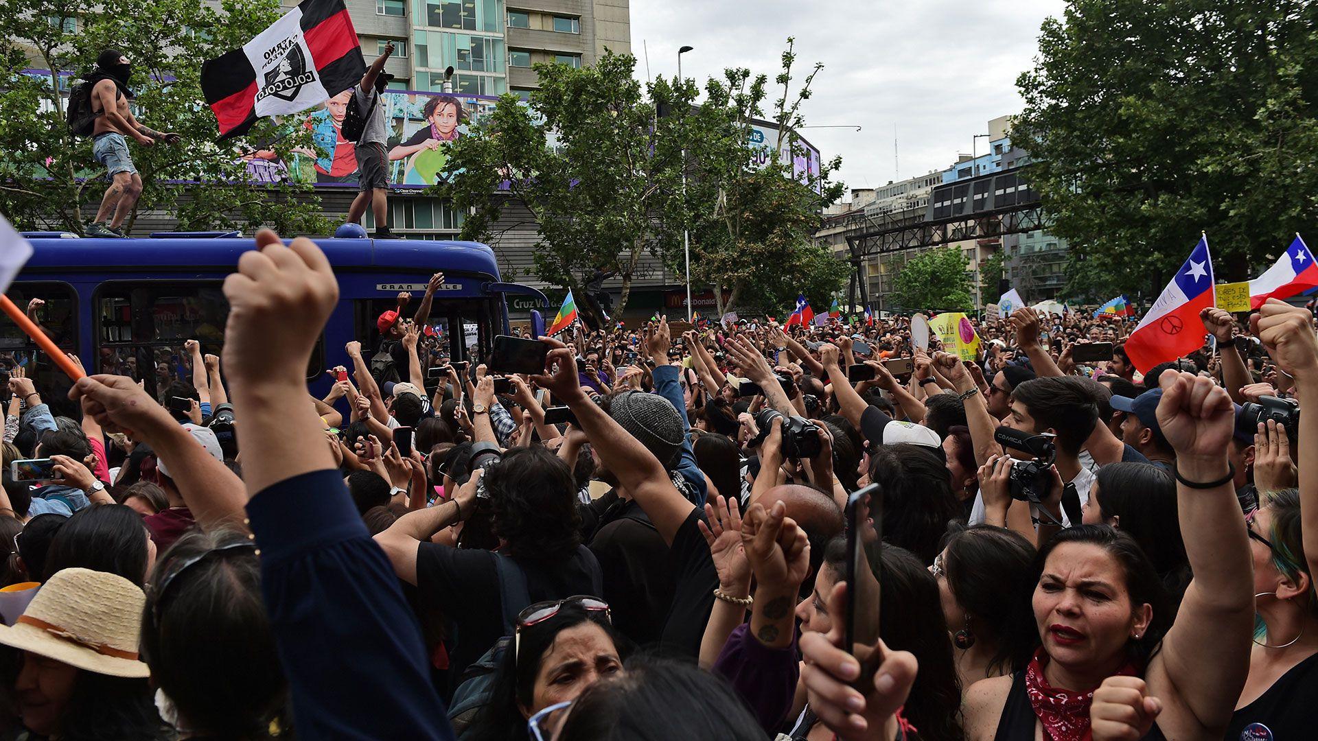 """La """"marcha más grande de Chile"""" (AFP)"""