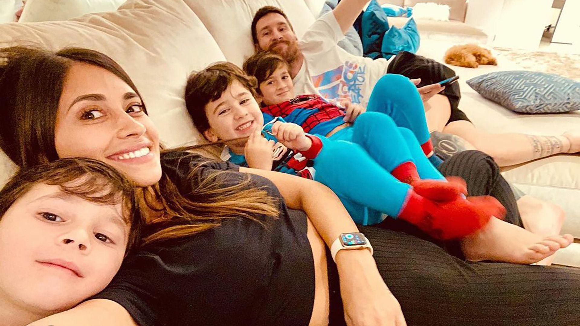 Antonela Roccuzo, la esposa de Messi, junto a su familia