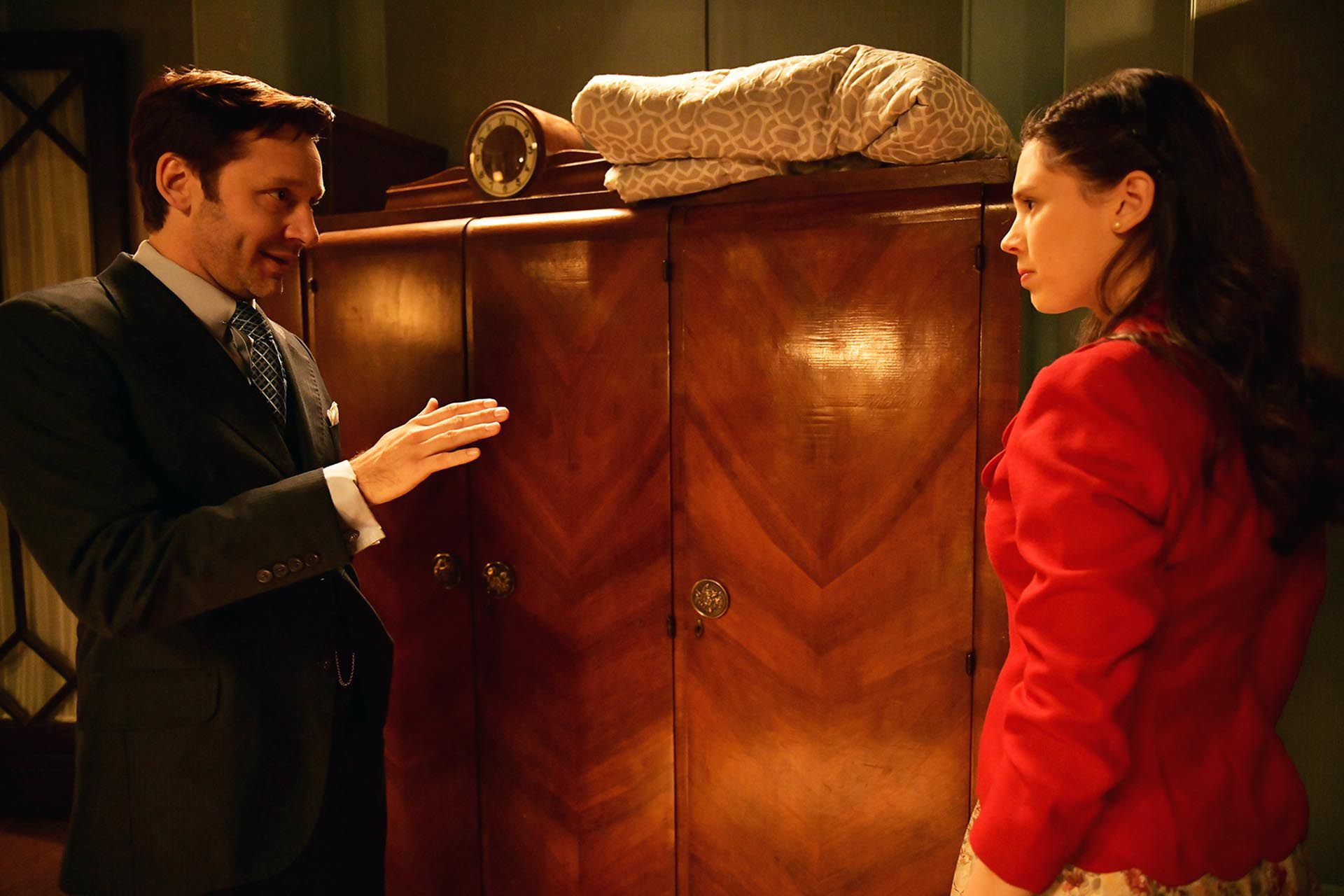 Benjamín Vicuña y Delfina Chaves como Torcuato Ferreira y Lucía