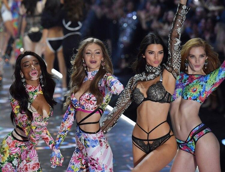 Winnie Harlow, Gigi Hadid, Kendall Jenner y Alexina Graham (AFP)