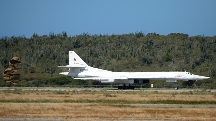 El Tu-160 que envió Rusia a Venezuela es el avión militar más grande del mundo (AFP)