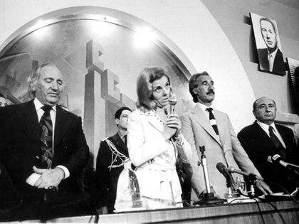 10 de marzo de 1976: Isabel habla en salón central de la CGT