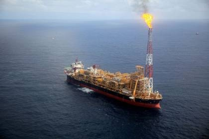 Imagen de archivo de la plataforma petrolera Kaombo Norte frente a la costa de Angola. 8 noviembre 2018. REUTERS/Stephen Eisenhammer