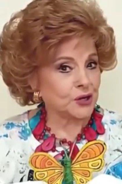 Así se veía Angelita Castany en julio de 2020, durante su participación en un video contando un cuento con Mario Iván Martínez (Captura YouTube -Mario Iván Martínez)