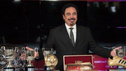 Del Santiago Bernabéu a mandar saludos por USD 100, el nuevo trabajo de Hugo Sánchez