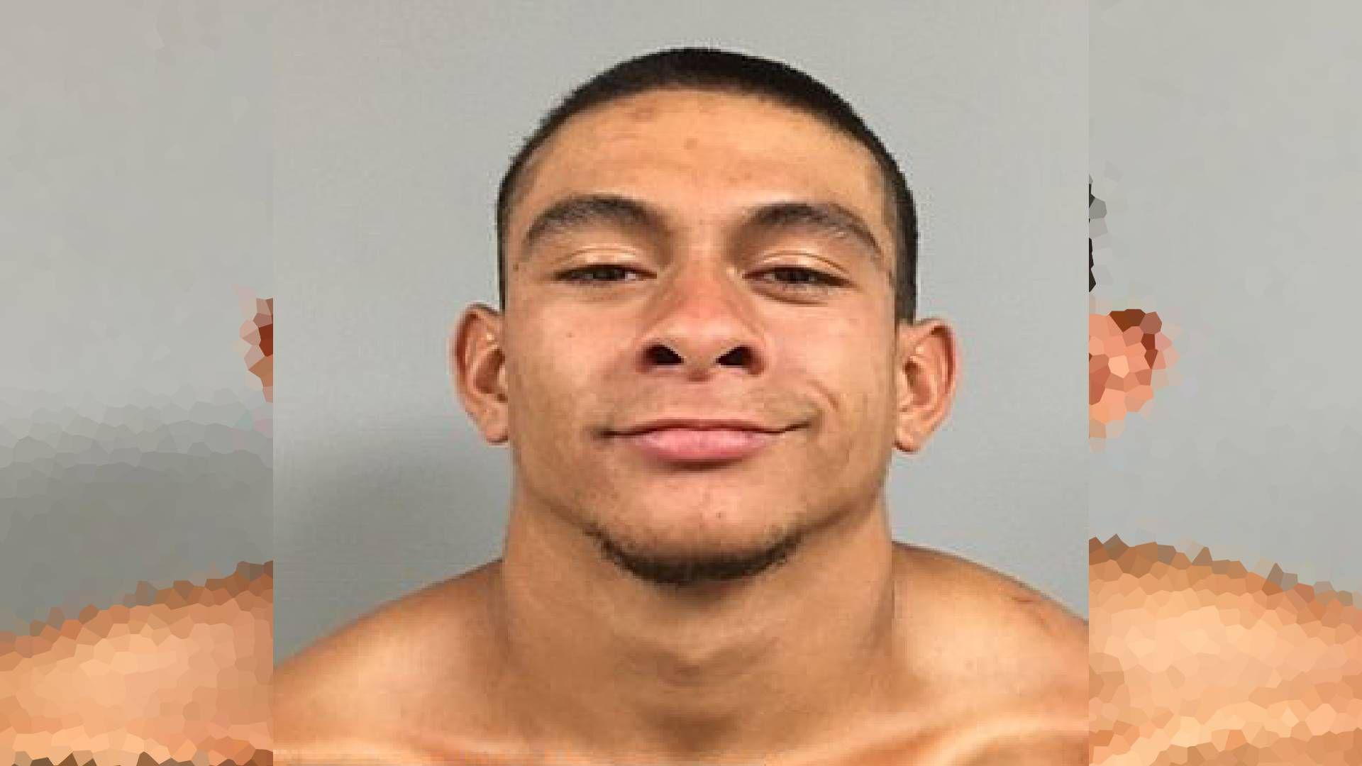 El hombre fue detenido el domingo, cuando un oficial de patrulla lo vio caminando por la calle y lo identificó (Foto: Buckeye Police Department)