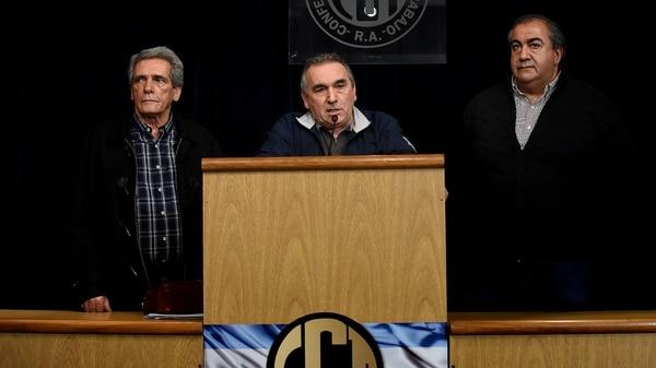 Carlos Acuña, Juan Carlos Schmid y Héctor Daer, juntos en un acto de la CGT