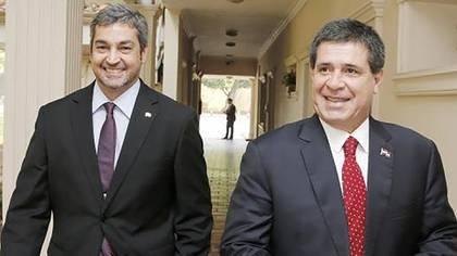 Mario Abdo Benítez junto con Horacio Cartes