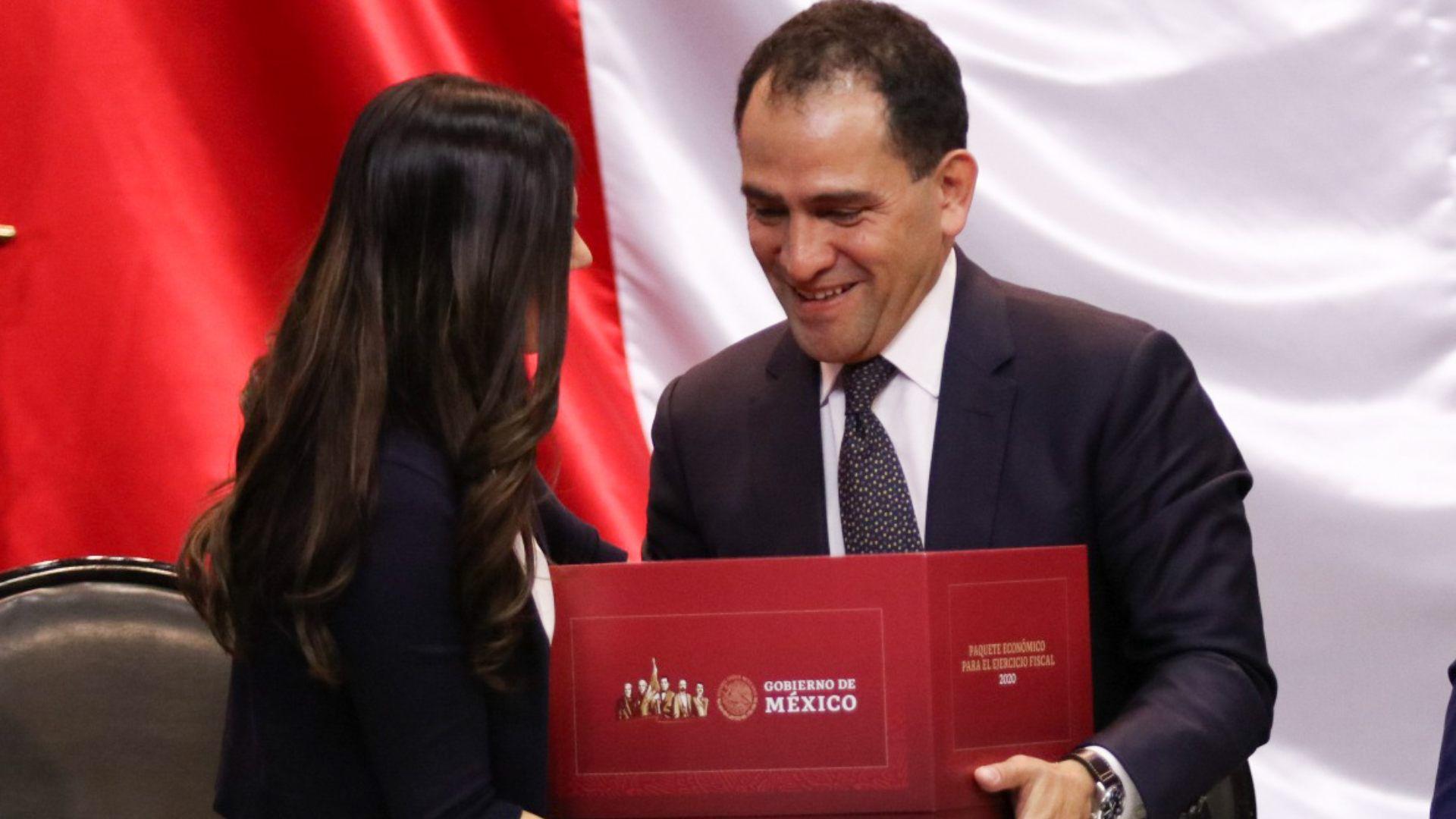 Arturo Herrera, secretario de Hacienda, entregó el domingo la propuesta de Paquete Económico 2020 y la Iniciativa de Ley de Ingresos de la Federación (Foto: Cuartoscuro)