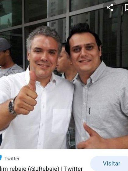 Jalim Rebaje, el agresor que golpeó en el rostro a la pediatra Dalila Peñaranda, con el presidente Iván Duque.