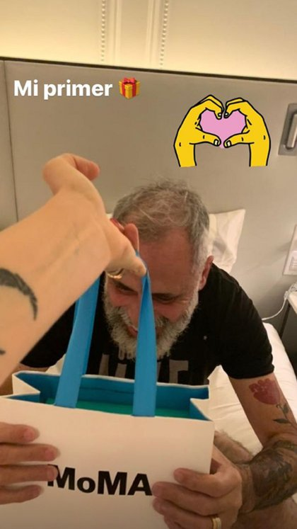 El primer regalo que recibió Jorge Rial fue un presente del museo MoMa de Nueva York (Instagram)