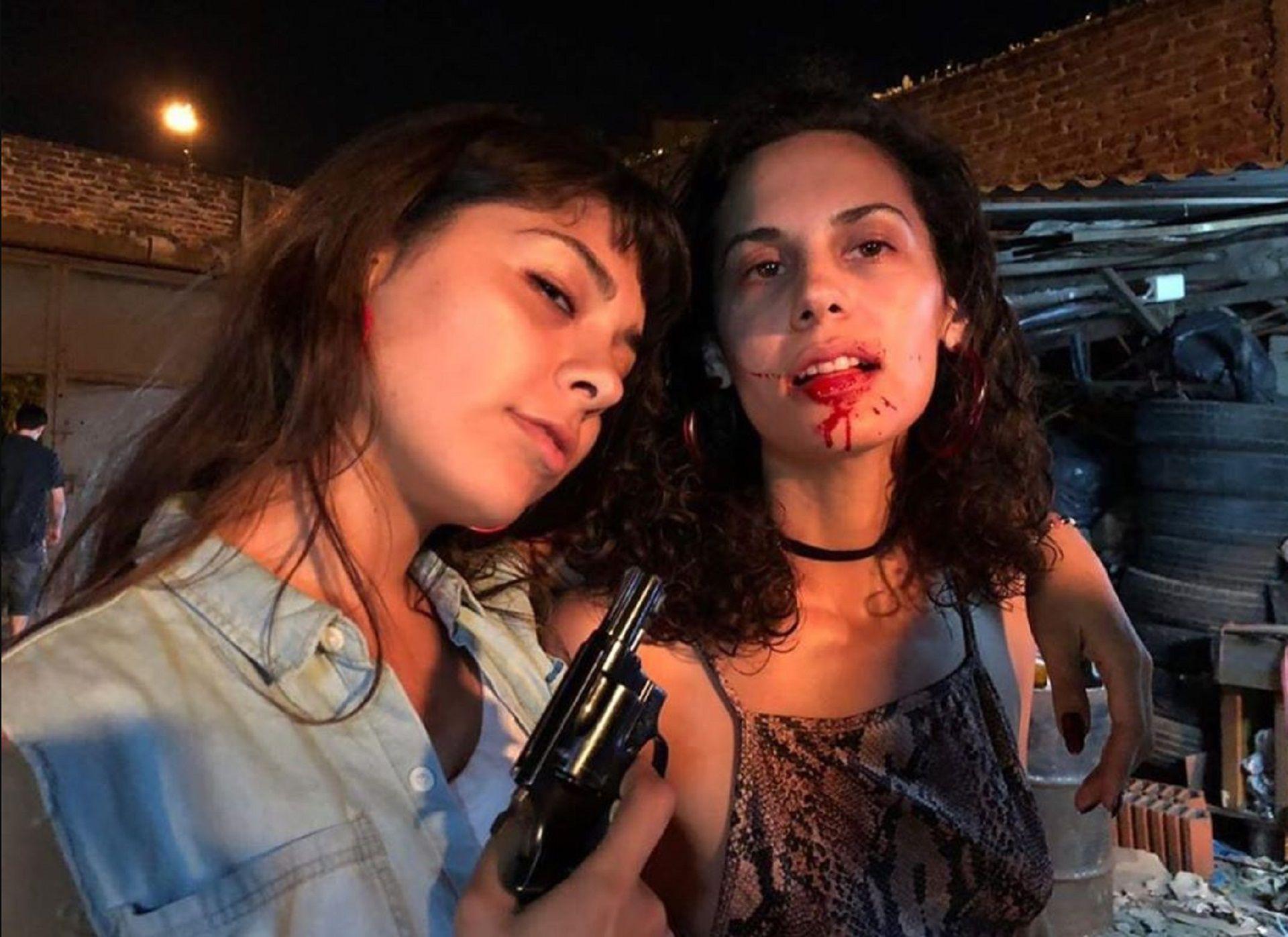 En personaje: las actrices posaron durante el back de una de las escenas