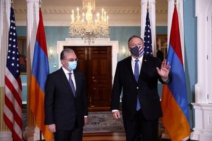 Mike Pompeo se reunió en la Casa Blanca con el ministro de Exteriores  armenio, Zohrab Mnatsakanian (REUTERS/Hannah McKay)