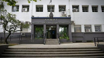 """La Anmat es responsable de """"regular todas las vacunas para uso en seres humanos, ya sean de producción nacional como así también las importadas"""" (Gustavo Gavotti)"""