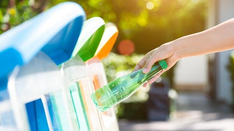 La joven dejó de consumir todo lo que tiene envoltorios plásticos (Shutterstock)