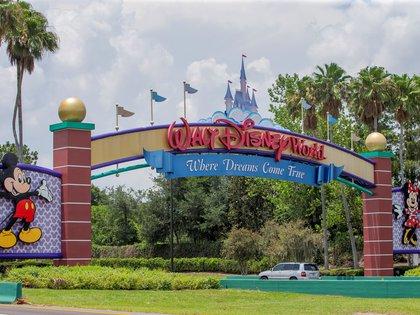 La entrada principal al parque temático de Walt Disney World en Orlando, Florida, EE.UU., el 28 de mayo de 2020. EFE/EPA/ERIK S. LESSER/Archivo