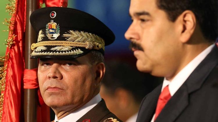 Vladimir Padrino López junto a Nicolás Maduro