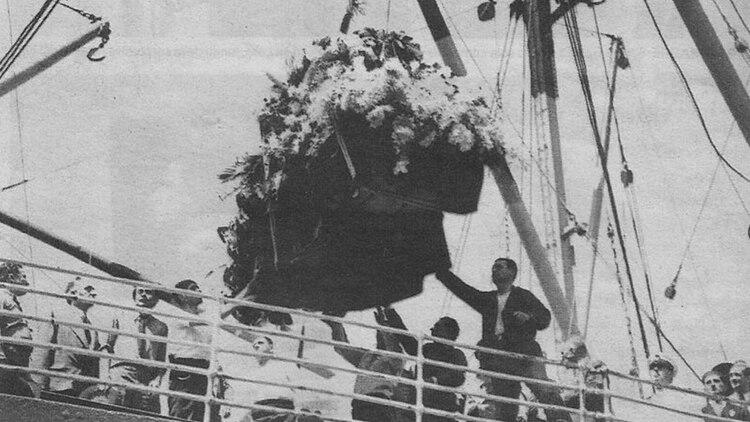 El féretro con los restos de Carlos Gardel llegó a Buenos Aires el 6 de febrero de 1936. Más de 40 mil personas lo esperaban.