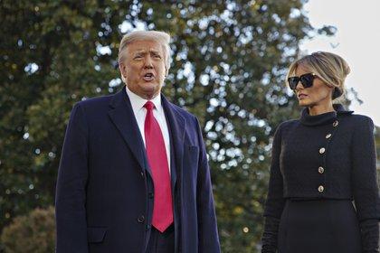 El ex presidente estadounidense Donald J. Trump y su esposa Melania. (EFE/EPA/AL DRAGO / Archivo)