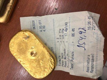 """El oro era posteriormente comercializado por una empresa del interior del estado de San Pablo, que lo vendía al extranjero a pesar de """"los latentes indicios de irregularidades sobre el origen"""" del mismo (Policía Federal de Brasil vía AP)"""