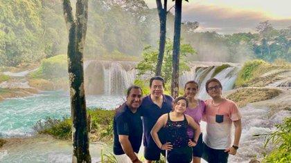 Delgado, Ramírez y algunos familiares se mostraron de vacaciones sin seguir las medidas sanitarias (Foto: Facebook @Eduardo Ramirez)