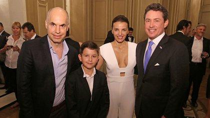 Noah Mamet junto al jefe de Gobierno porteño, Horacio Rodríguez Larreta, y su familia