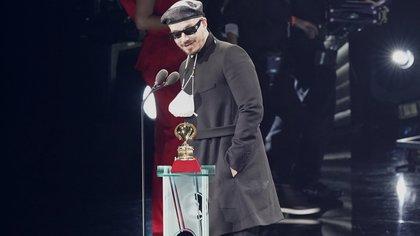 """J Balvin ganó el premio a Mejor Álbum Urbano por   """"Colores"""" (Foto: AP Photo/Marta Lavandier)"""