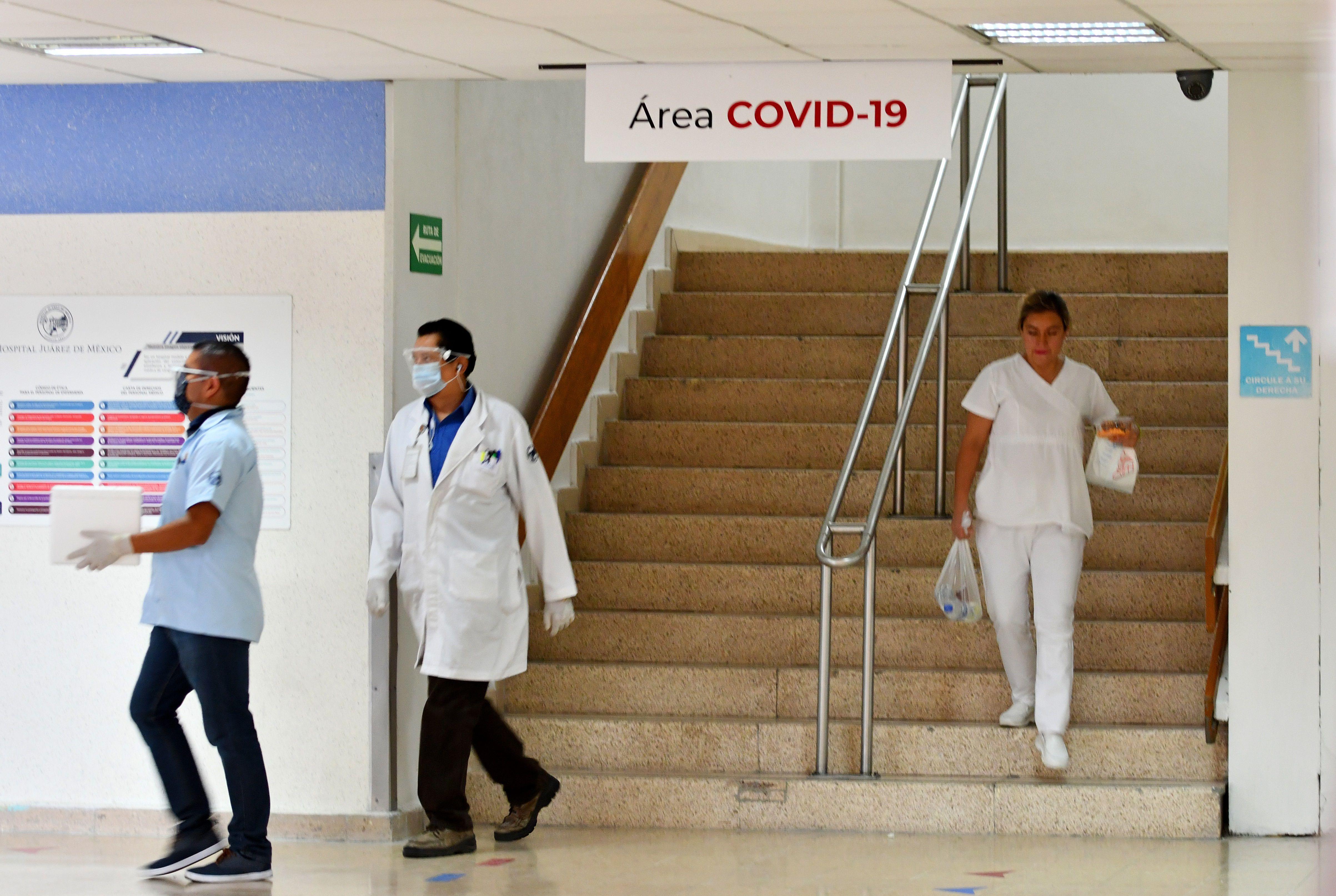 Empleados de la salud del Hospital Juárez realizan labores en Ciudad de México (México). desapercibida. EFE/ Jorge Núñez/Archivo