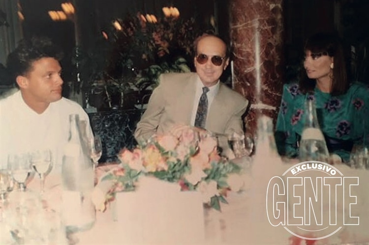 Luismi, Hugo López y Lucía Miranda en una cena alrededor de 1990. (Foto: Archivo Atlántida)