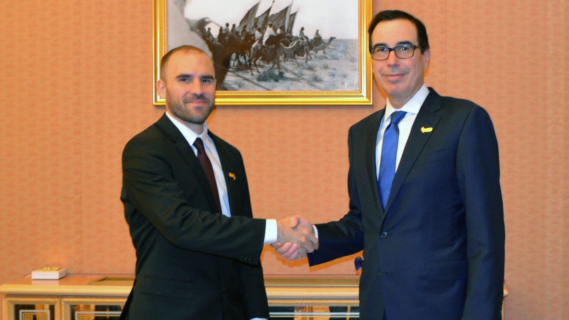 """En Riad, Guzmán se reunió con el secretario del Tesoro de los EEUU, Seteve Mnuchin, quien dijo que la Argentina avanza """"en la dirección correcta"""" en su relación con el FMI"""