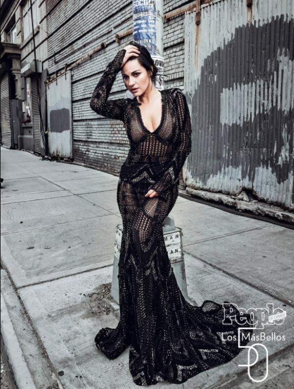 La actriz y cantante Maite Perroni posó en el mismo lugar en Nueva York, donde grabó su primer video