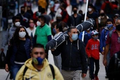 Gente comprando en el centro de la Ciudad de México, 7 de diciembre de 2020 Foto: (REUTERS / Carlos Jasso)