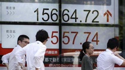 El índice Nikkei 225, de Japón, sufrió una dura caída a fin de año (EFE)