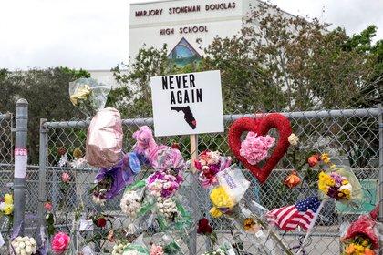 Memorial de las víctimas de la masacre en Florida (EFE)
