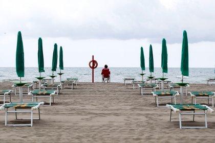 La distancia social y una capacidad limitada en cada balneario serán la clave de los protocolos (EFE/EPA/MASSIMO PERCOSSI)