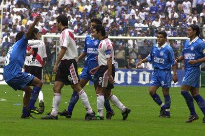 """En el 2001, Cruz Azul eliminó a River Plate para llegar a la final de la Copa Libertadores, donde a pesar de vencer a Boca Juniors en la """"bombonera"""", perdió el título desde los 11 pasos (Foto: Christian Palma/ Cuartoscuro)"""