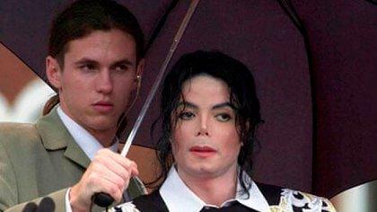 Matt Fiddes junto a Michael Jackson (Archivo)