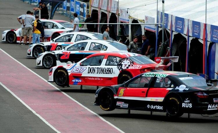 Los boxes del Top Race con poca gente. Fue el 13 de marzo en Concepción del Uruguay (Prensa Top Race).