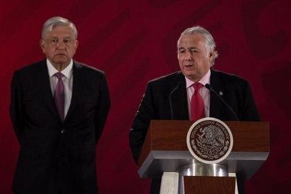 Miguel Torruco Márquez (cen), secretario de Turismo, se incorporó a la campaña de AMLO en 2017 (Foto: Cuartoscuro)