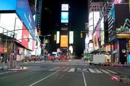 La famosa zona de Times Square, vacía de gente durante la cuarentena por coronavirus en Nueva York el 14 de abril de 2020 (REUTERS/Lucas Jackson/File Photo)