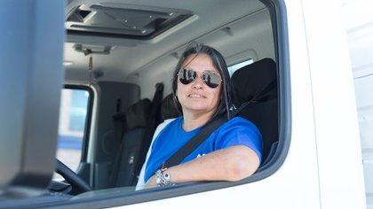 """Norma Arrúa, camionera: """"Hay que animarse, porque ya no hay rubros prohibidos para las mujeres"""" (Foto: Fundación Foro del Sur, Gastón Suaya)"""