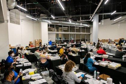 Conteo de votos en Atlanta, Georgia (Reuters)