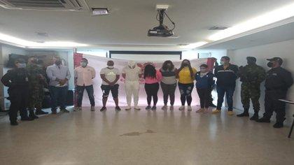 """Desmantelan banda """"Los Cirujanos"""". Enviaban mujeres a España, a quienes les implantaban cocaína líquida en prótesis de senos, glúteos y piernas / (Twitter: @miguelAPalta)."""